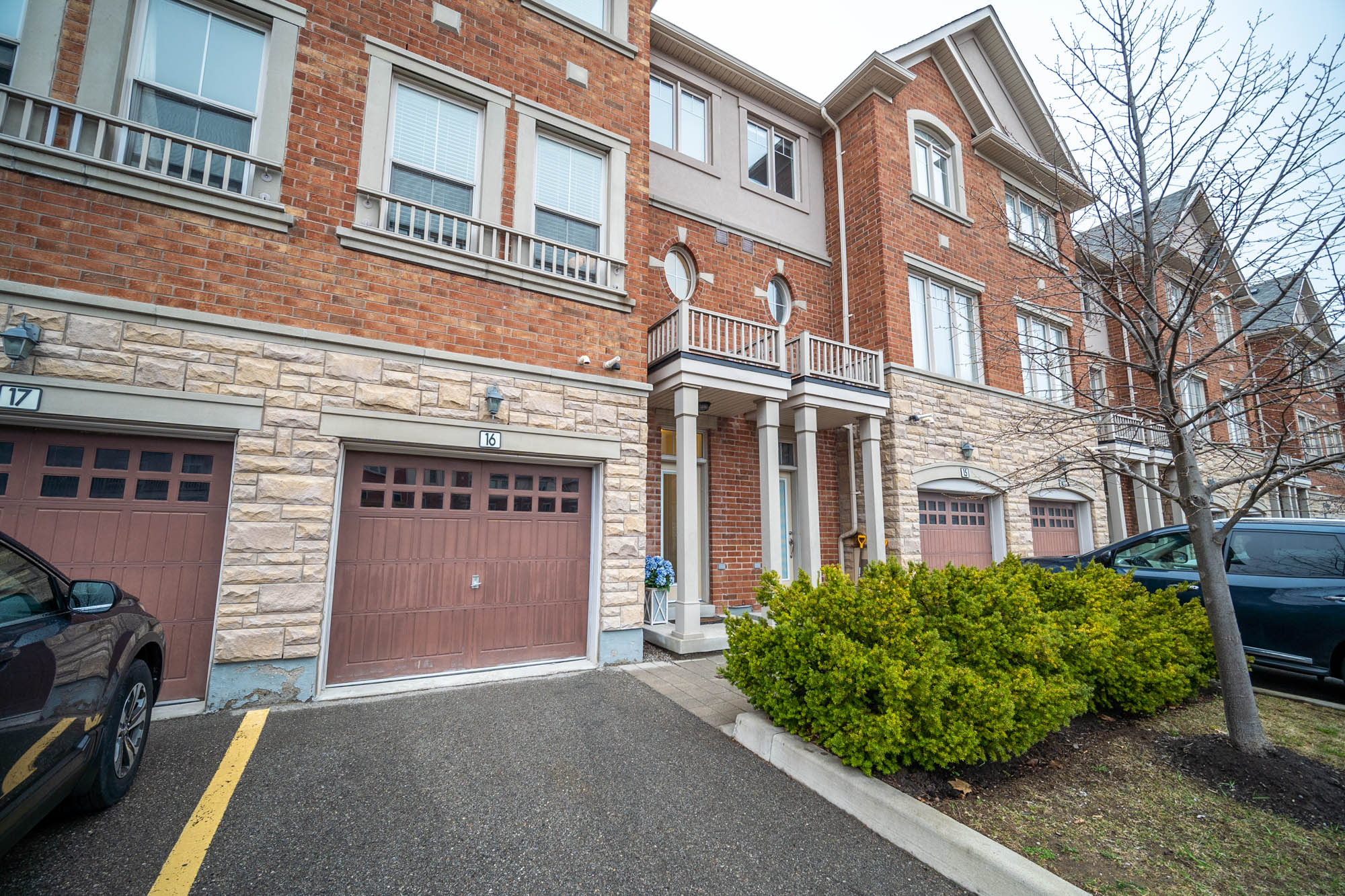 16-5710 Long Valley Road, Mississauga